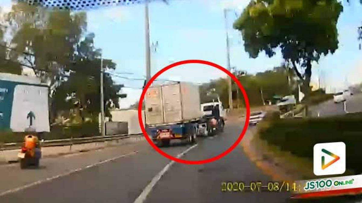 รถจยย.ซิ่ง หลุดโค้งชนรถบรรทุกเสียหลักล้ม รอดปาฎิหาริย์ (08/07/2020)