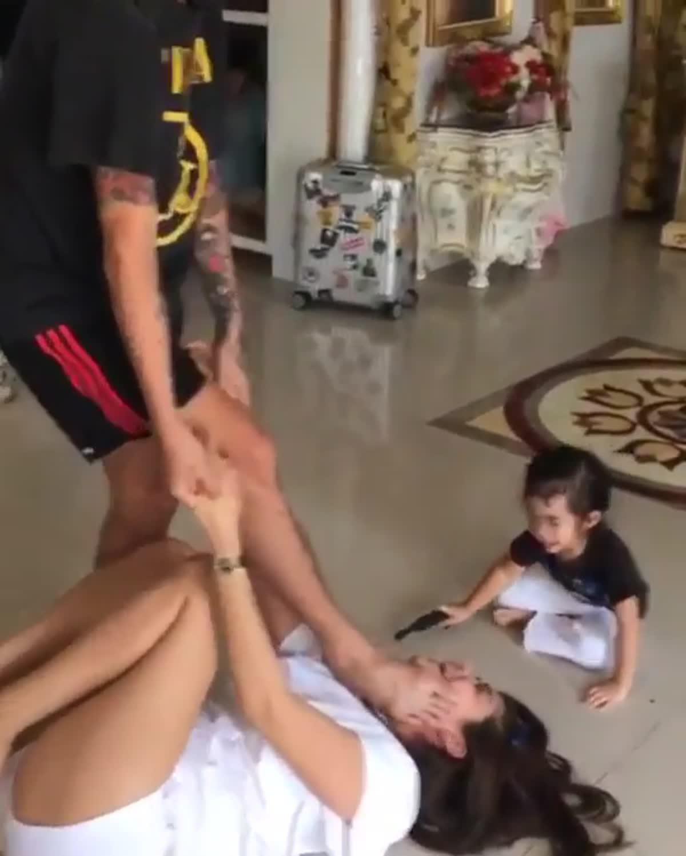 พ่อแจ๊ส-แม่แจง เล่นแรงแกล้งทะเลาะ น้องแตงไทย จะทำยังไง