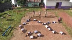 ภาพประทับใจที่ทำน้ำตาซึม เมื่อครู-นักเรียน รร.บวกหญ้า ขอร่วมแปรอักษรถวายความอาลัย