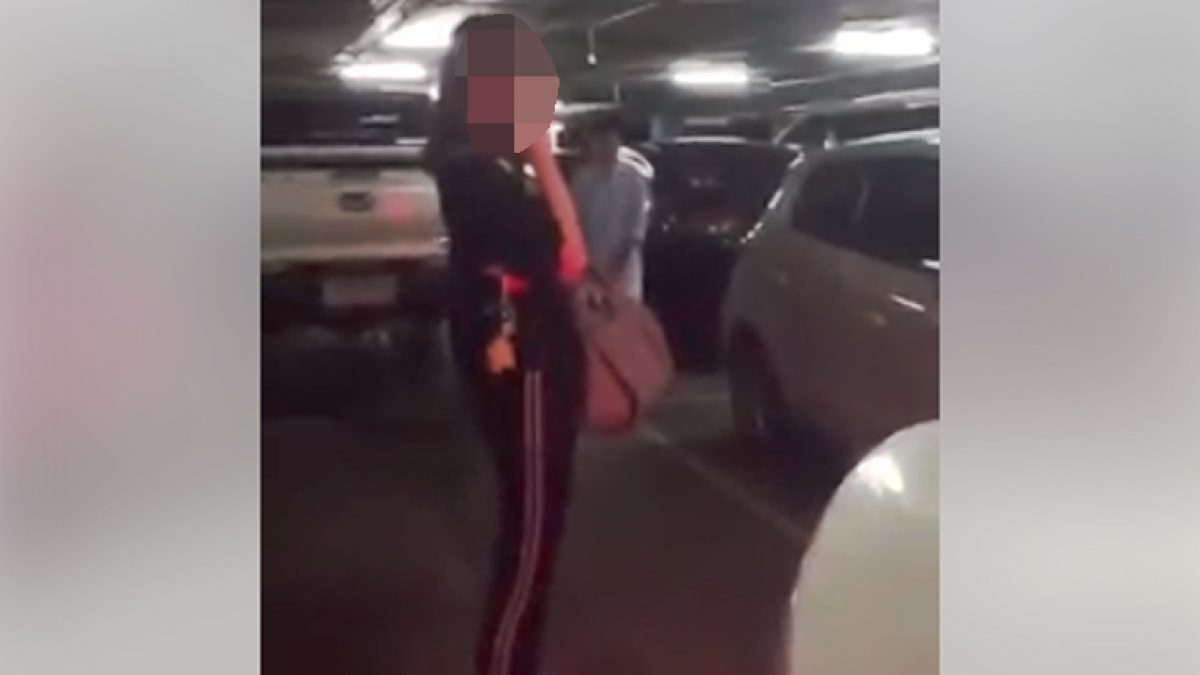 หนุ่มโวยสาว ยืนจองที่จอดรถ (22-11-60)