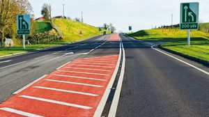 พื้นถนนสีแดง มีไว้เพื่ออะไร กันลื่นได้จริงมั้ย?
