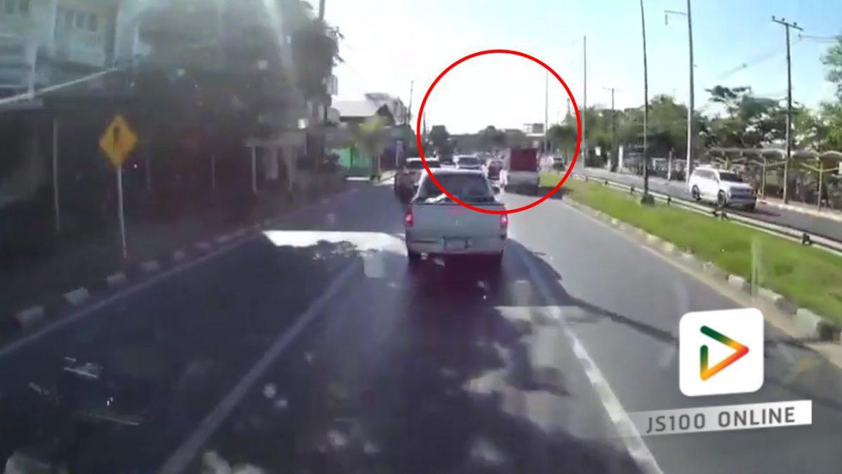 ต้องดู!! กระบะขับย้อนศรเข้ามากลางถนน.. (17-02-61)