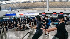 ระทึก ! ตำรวจปะทะม็อบฮ่องกงใช้สเปรย์พริกไทยสลายการชุมนุม