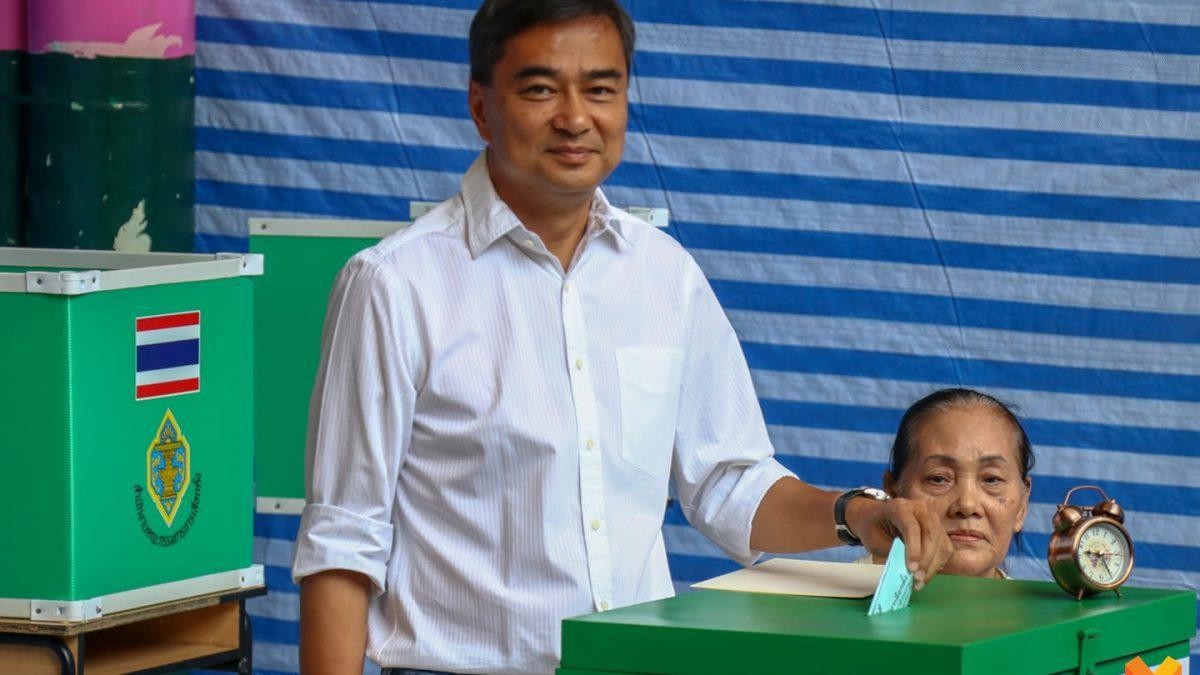 เลือกตั้ง62 : 'อภิสิทธิ์' ลงคะแนนเลือกตั้ง ชวนประชาชนมาใช้สิทธิ์