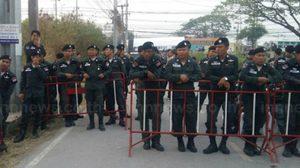 ตำรวจ – ทหาร ยังตรึงเข้มคัดกรองบุคคล รอบวัดพระธรรมกาย