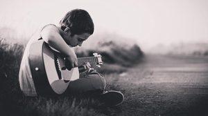 พลังแห่งดนตรีบำบัด เยียวยาบาดแผลในหัวใจ เด็กชายบ้านภูมิเวท