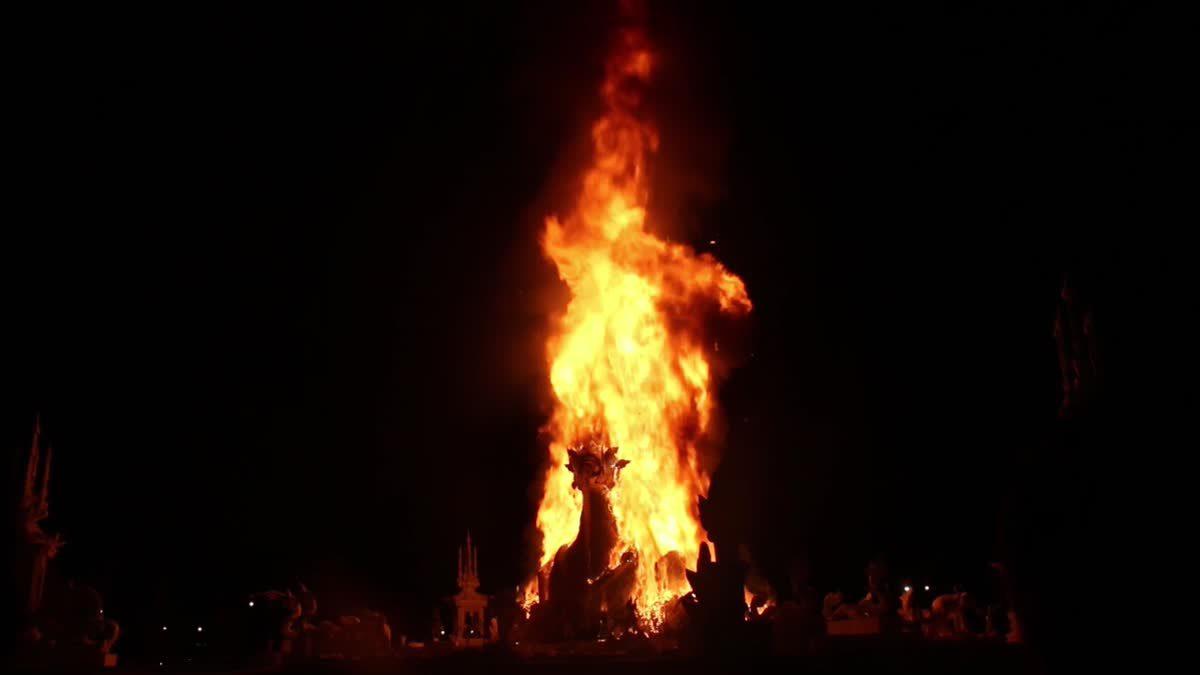 พิธีถวายเพลิงจริง สรีรสังขารครูใหญ่ 'หลวงพ่อคูณ'