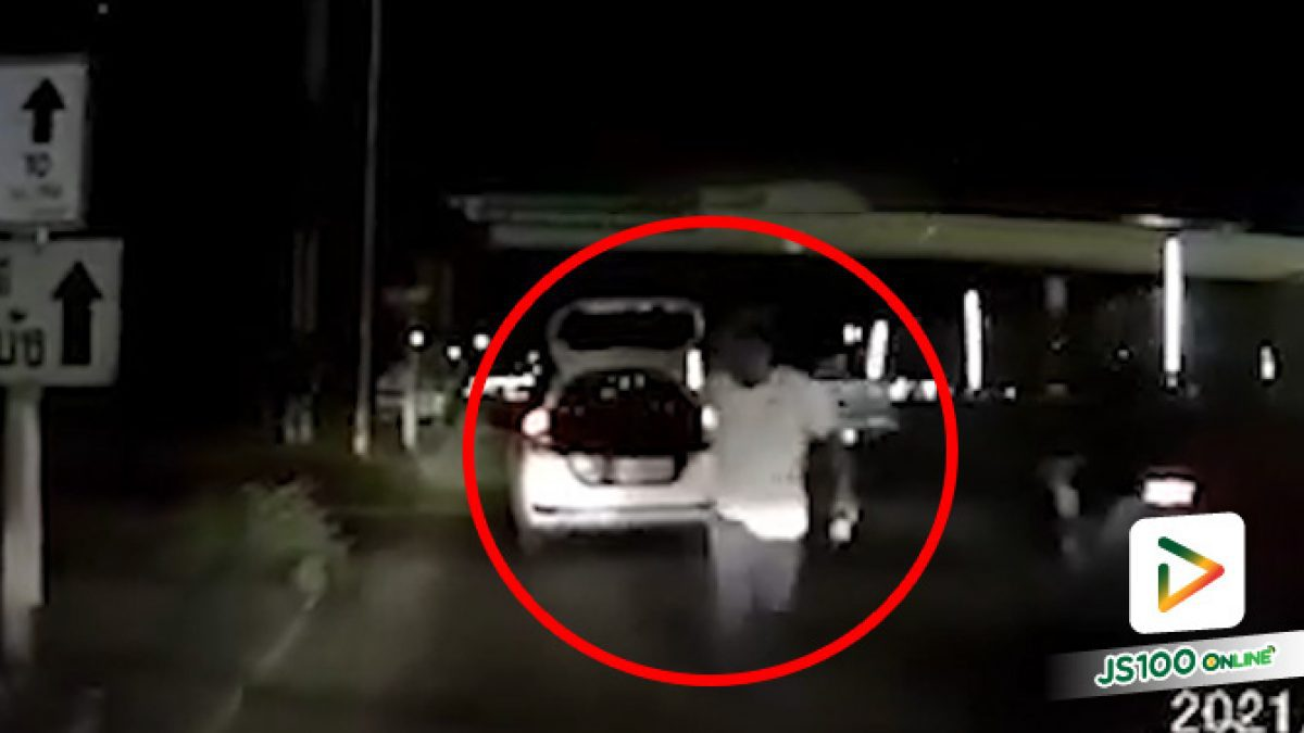 ก็ขับออกมาปกติ ทำไมใจร้อนปาขวดใส่แถมโดนคนในรถเย็บ 8 เข็ม