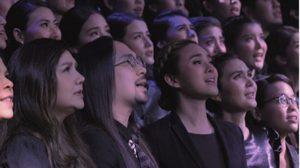 เนื้อเพลง มองบนฟ้า เวอร์ชั่นภาษาอังกฤษ เพื่อชาวต่างชาติเข้าใจคนไทยรักในหลวง