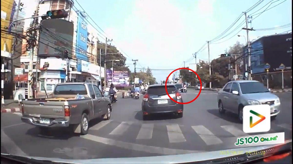 อยู่ๆ ก็ขับตัดหน้ารถแบบนี้อันตรายนะคะ (20-4-61)