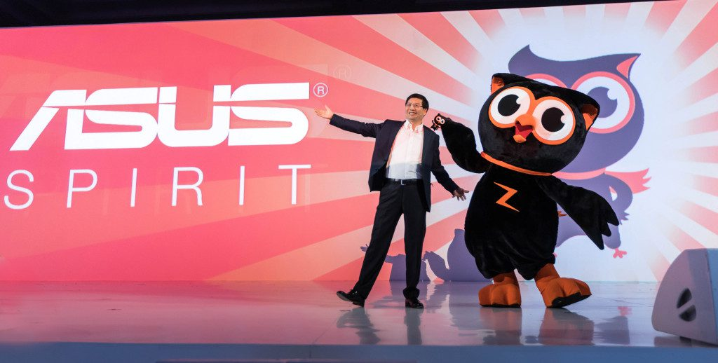 ASUS CEO Jerry Shen welcomes Zenny to stage at the ZenFone 2 launch in Jakarta.