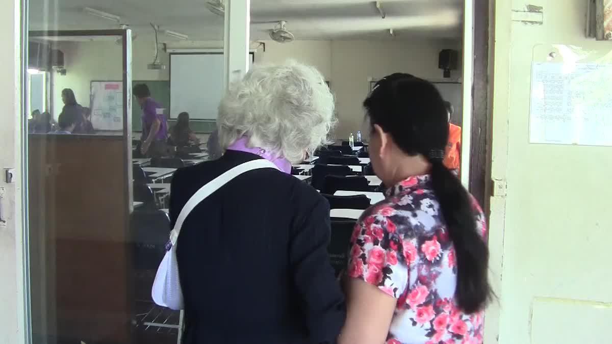 'ปรบมือรัวๆ' คุณยายวัย 84 ปี ปลื้ม คว้าปริญญาตรีใบแรกสำเร็จ