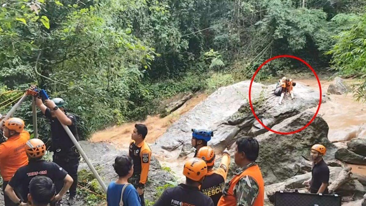 คลิปวินาที 2 นักท่องเที่ยวสาวชาวต่างชาติ ติดน้ำป่าเชียงใหม่