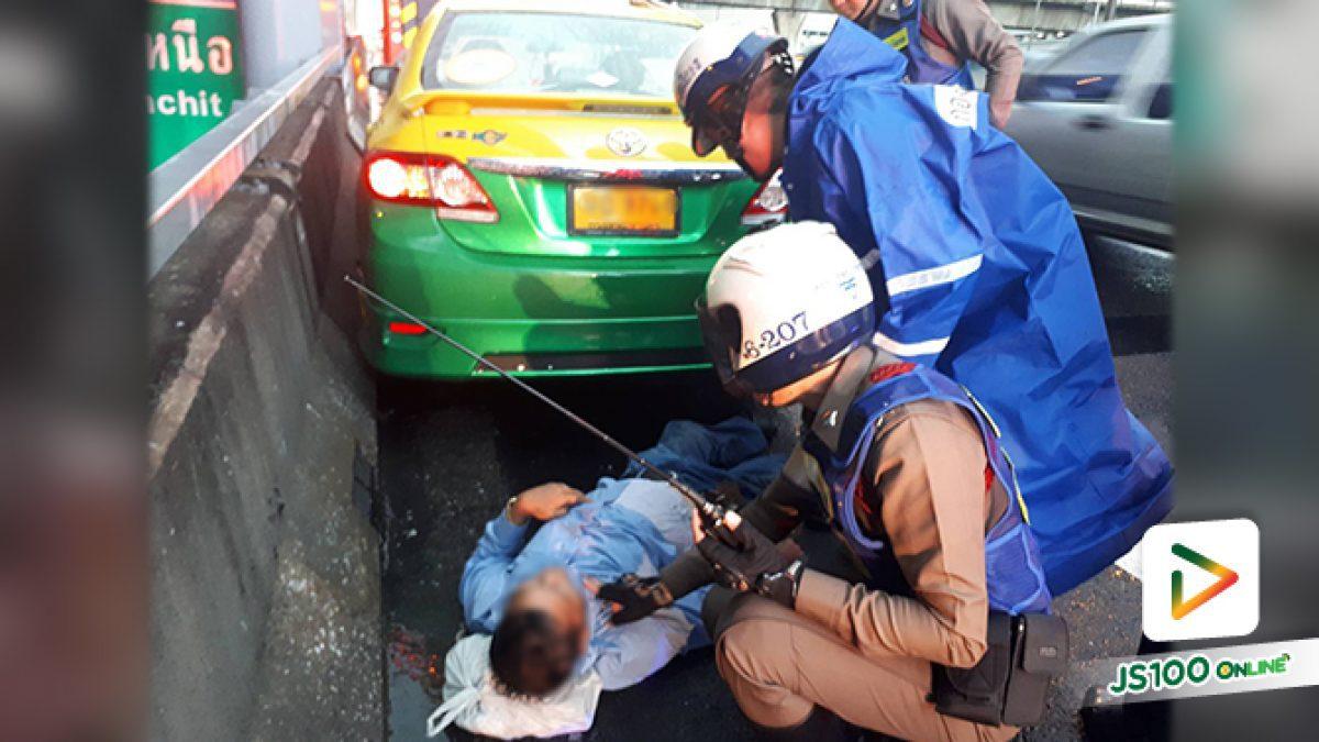 ตำรวจจราจรโครงการพระราชดำริ ช่วยเหลือลุงขับแท็กซี่ป่วยหนักบนทางด่วน ก่อนนำตัวส่งโรงพยาบาล (7-5-61)