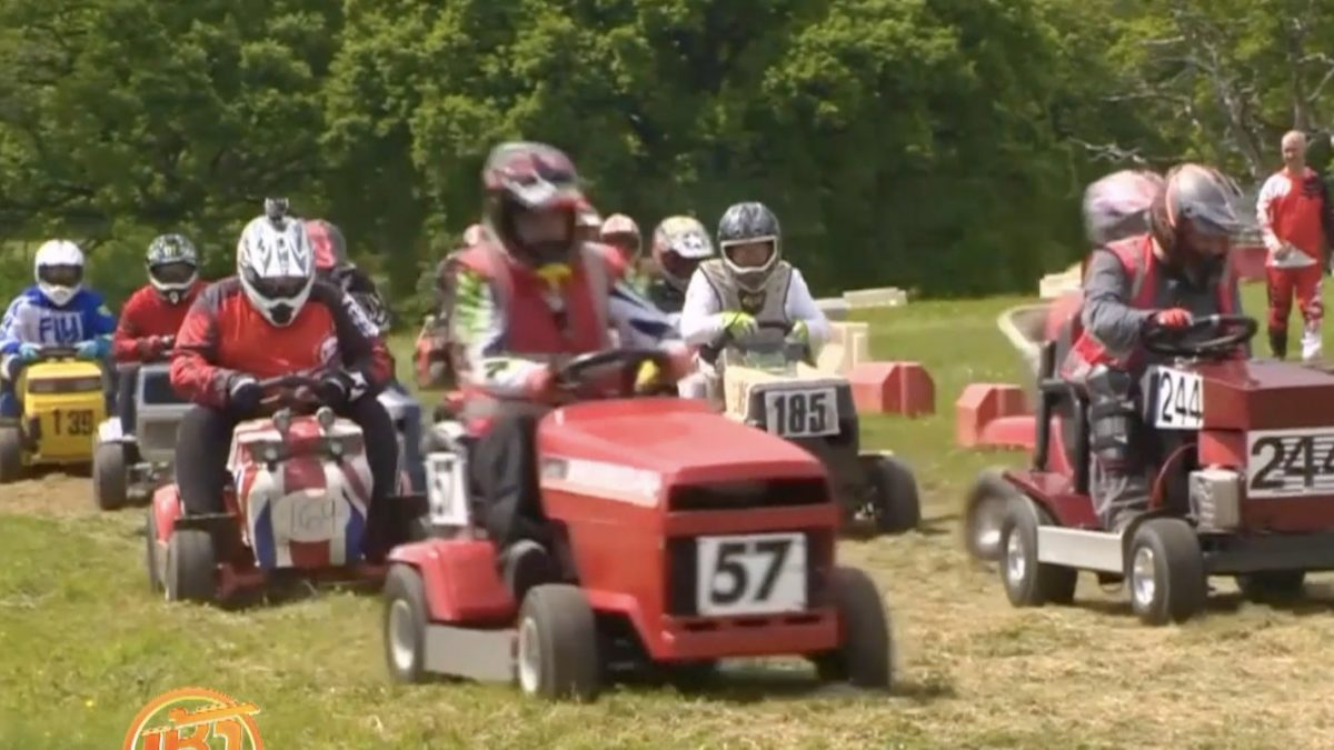 เปิดฤดูกาลแข่งขันรถตัดหญ้าในอังกฤษ