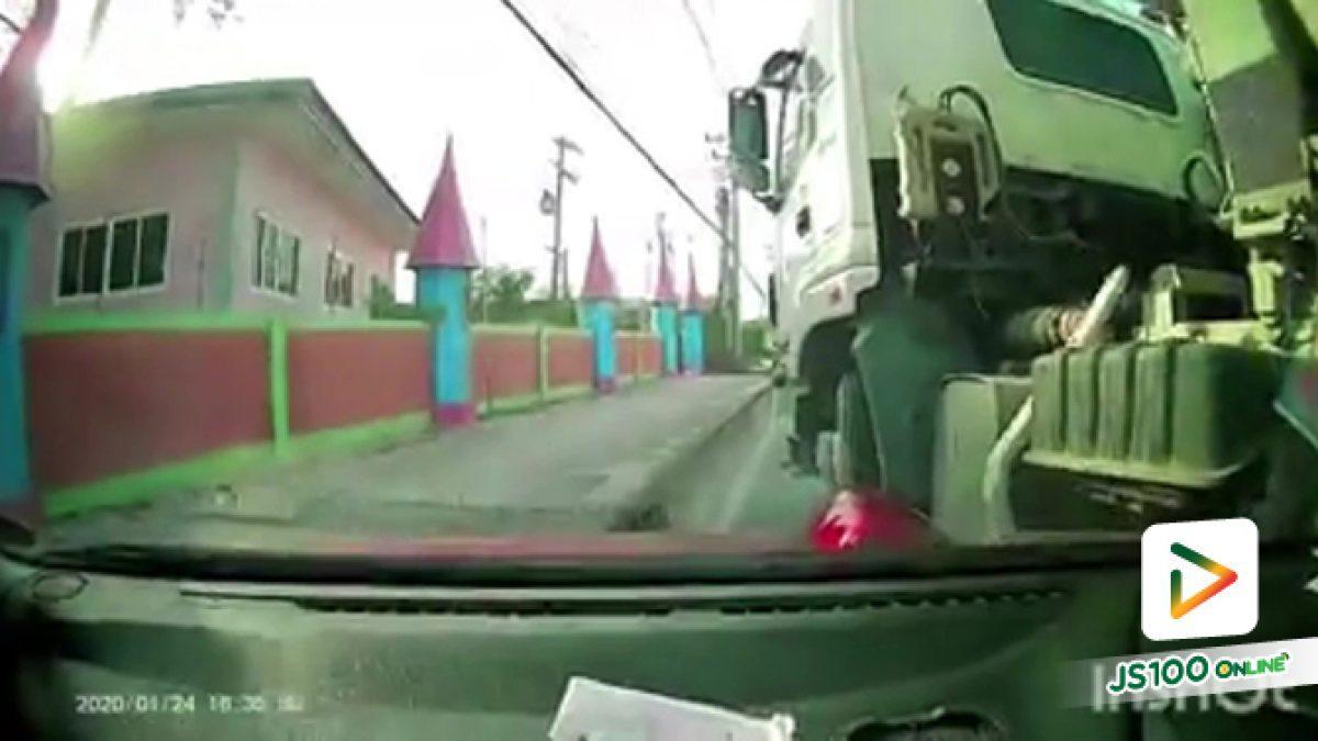 โดนรถปูนเบียดมาชนไม่พอ..ยังขยี้ซ้ำ แล้วยังจะขับหนีอีก