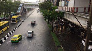 สำนักระบายน้ำ กรุงเทพมหานคร แจ้ง 6 จุดน้ำท่วมขังรอระบาย