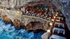 ความสวยงามแฝงความน่าสะพรึงของโรงแรม Grotta Palazzese ในอิตาลี