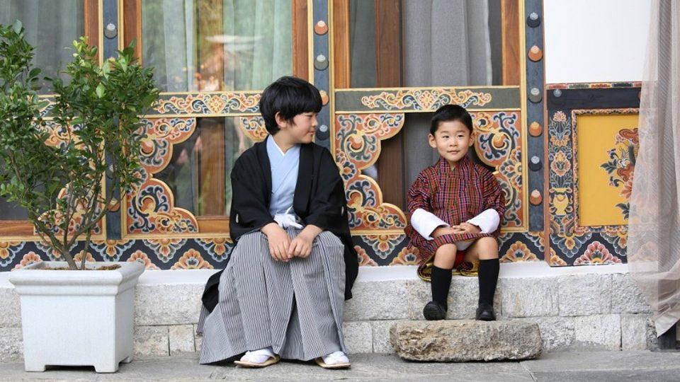 ทรงพระน่ารัก! เจ้าชายฮิซาฮิโตะ แห่งญี่ปุ่น พบปะใกล้ชิด เจ้าชายจิกมี นัมเกล วังชุก แห่งภูฏาน