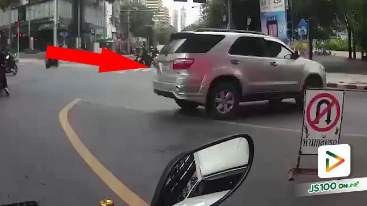 ก็คนจะไป ป้ายห้ามกลับรถคืออะไรผมมองเห็นไม่ชัด