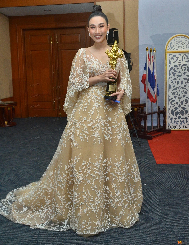 กระติ๊บ ชวัลกร วรรธนพิสิฐกุล รางวัลนักแสดงสมทบหญิงดีเด่น