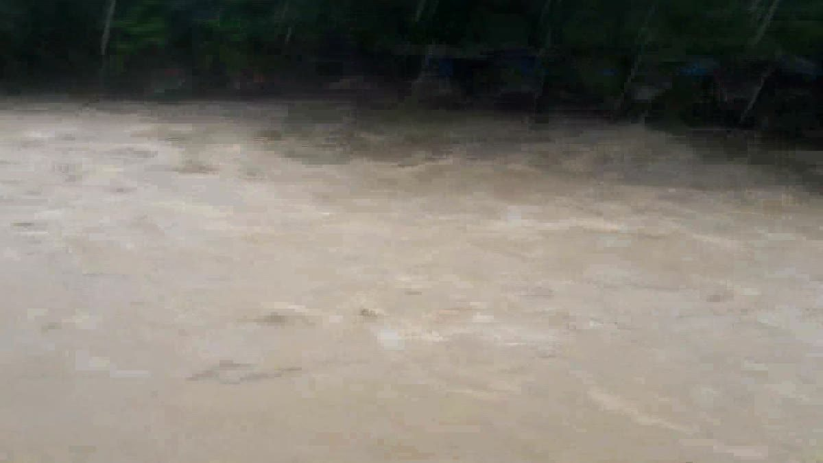 ฝนถล่มเมืองคอน น้ำป่าเทือกเขาหลวง คลั่ง !!! ไหลบ่าทะลัก