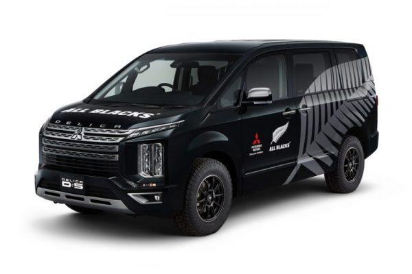 Mitsubishi-Delica-D5-All-Blacks