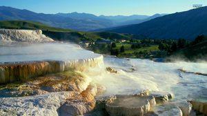 บ่อน้ำพุร้อนแมมมอธ ใหญ่ที่สุดในโลก