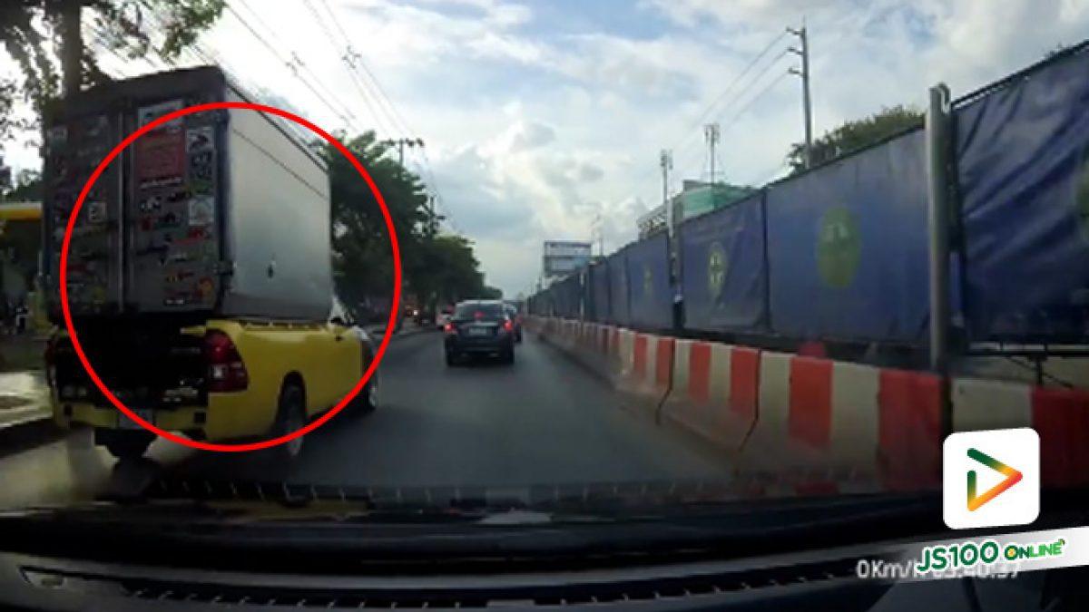 รถกระบะซิ่ง แทรกเลนรถคันอื่น ไร้สัญญาณไฟเลี้ยว ย่านลาดพร้าว(16-10-61)