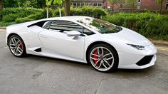 เมืองผู้ดี ใช้ Lamborghini Huracan รับ-ส่ง ผู้โดยสาร