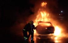 เยาวชนขับรถสปอร์ตพุ่งชนท้ายรถบรรทุกไฟลุกท่วม