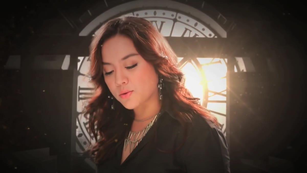 นาทีเดียวอย่างกับสิบปี (Time Doesn't Fly) : บีม จารุวรรณ (Official MV) - The Empty Room
