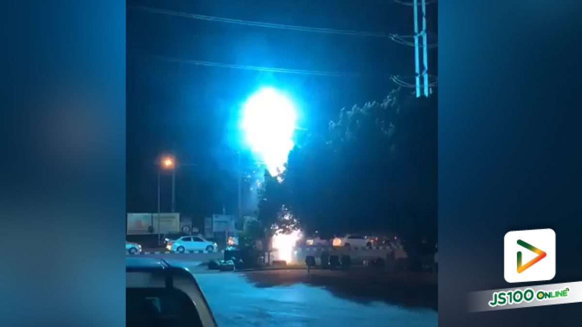 ประกายไฟพุ่งแรงมาก!! คลิปไฟฟ้าลัดวงจร บริเวณสี่แยกปากท่อ อ.ปากท่อ จ.ราชบุรี (26-07-61)
