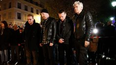 U2 วางดอกไม้ไว้อาลัยเหยื่อเหตุก่อการร้ายที่ปารีส