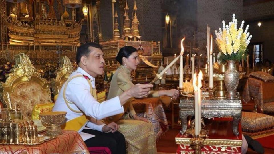 ในหลวง-ราชินี เสด็จบำเพ็ญพระราชกุศล วันคล้ายวันพระบรมราชสมภพ รัชกาลที่ 9