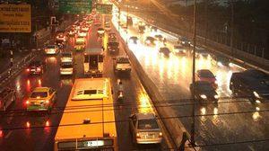 เช้านี้ กทม.ฝนตกหลายพื้นที่ น้ำขังหลายจุดการจราจรแน่น