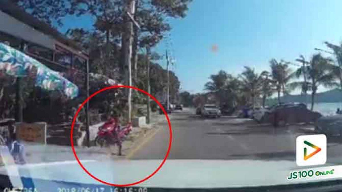 อุทาหรณ์อย่าปล่อยให้เด็กๆวิ่งข้ามถนนโดยลำพังนะครับ (19-06-61)