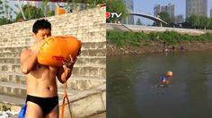 ฟิตไปอีก หนุ่ม 50 ว่ายน้ำไปทำงาน 2.2 กิโลเมตรต่อวัน เพราะเบื่อรถติด
