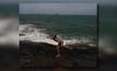 หนุ่มถ่ายรูปเพลินพลัดตกโขดหินจมทะเลเสียชีวิต