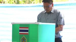 เลือกตั้ง62 : 'อุตตม' ลงคะแนนเลือกตั้งแล้ว ชวนคนไทยออกมาใช้สิทธิ์