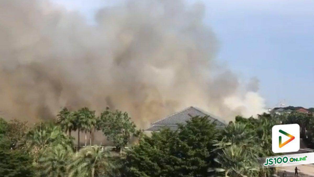 ไฟไหม้หญ้า ถนนรามอินทรา ก่อนถึงแยกสวนสยาม 200ม. (22-04-2016)