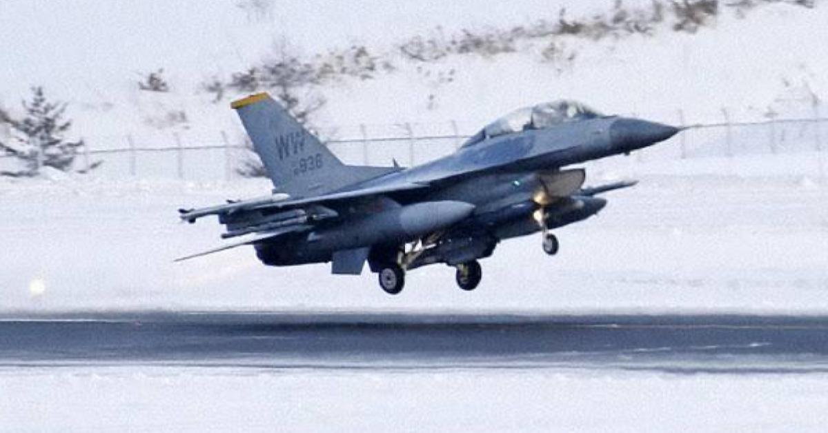 เครื่องบินขับไล่ เอฟ-16 ของสหรัฐฯ พลาดหย่อนระเบิดลงที่ดินเอกชนในญี่ปุ่น