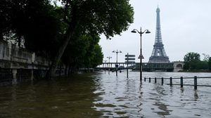 ประมวลภาพ!ฝนถล่มน้ำท่วมซัดปารีสอ่วม หวั่นกระทบบอลยูโร