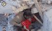 ช่วยชีวิตเด็กหญิงออกจากซากอาคารในซีเรีย