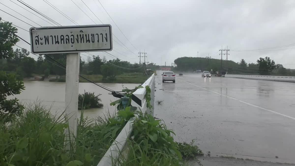 พิษ 'พายุมังคุด' ถล่มตรังต่อเนื่องหลายวัน ผู้ว่าฯสั่งเฝ้าระวังระดับในแม่น้ำ