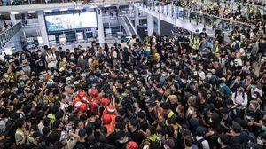 ผู้ประท้วงยึดสนามบินฮ่องกงอีกครั้ง