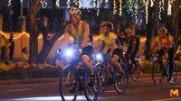 สมเด็จพระเจ้าอยู่หัว ทรงจักรยานนำผู้เข้าร่วมกิจกรรม 'Bike อุ่นไอรัก'