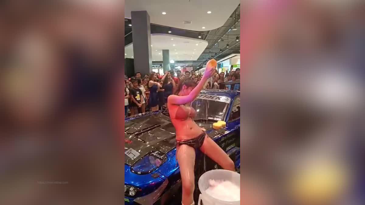 ดีเจ ปิ๊งปิ๊ง โชว์ล้างรถในลีลาเซ็กซี่สุดสะท้าน
