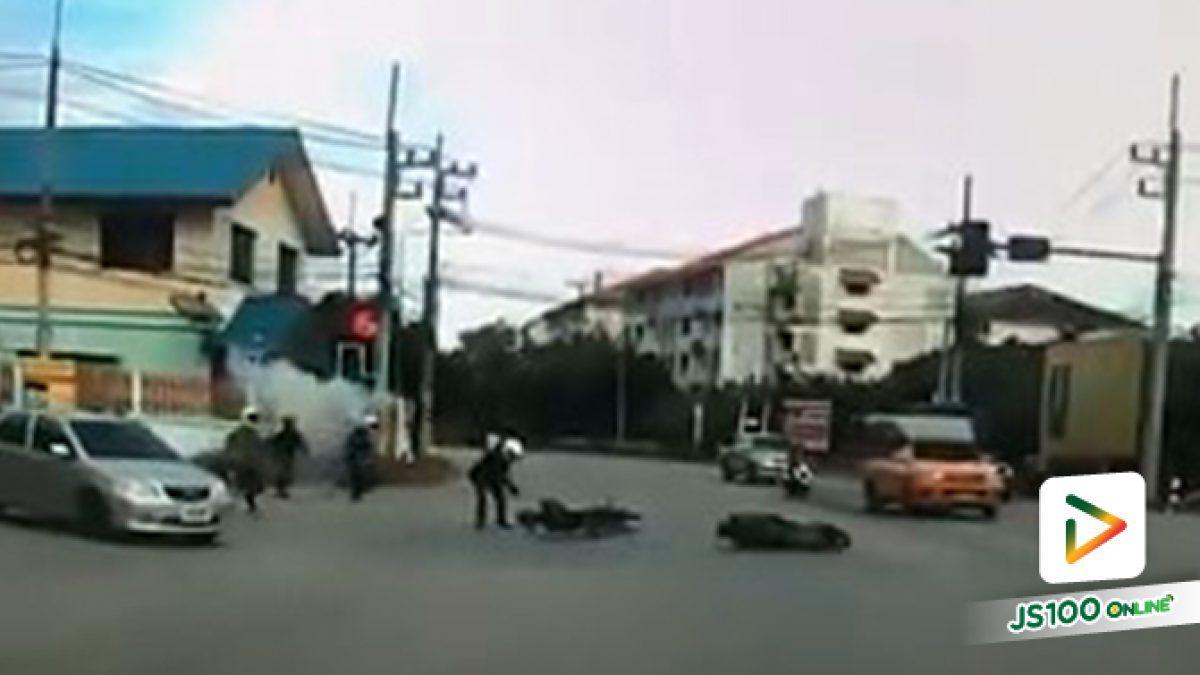 นักเรียนไล่ตีกัน-ปาระเบิดปิงปอง ชนรถชาวบ้าน กลางแยกวัดหงอนไก่ อ.กระทุ่มแบน จ.สมุทรสาคร (22/08/2019)