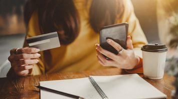 เสพติดช้อปปิ้งออนไลน์ เป็นอาการป่วยทางจิต ที่อาจทำลายชีวิตคู่!!